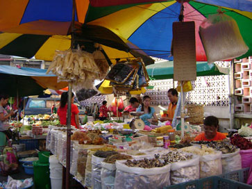 dried good sellers at Chow Rasta market