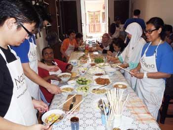 Teambuilding, making and eating laksa